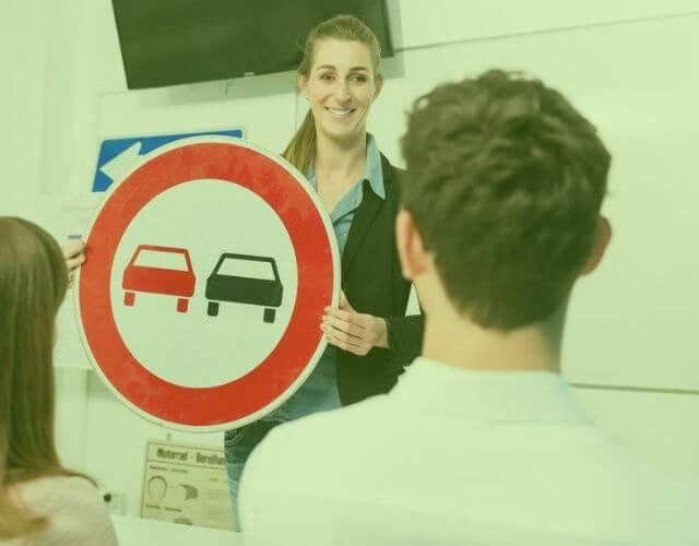Prawo jazdy. Jaką szkołę nauki jazdy wybrać?
